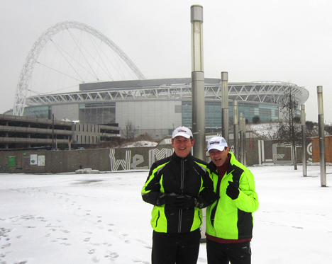 Paul Lorber and Peter Corcoran training outside Wembley Stadium in the snow